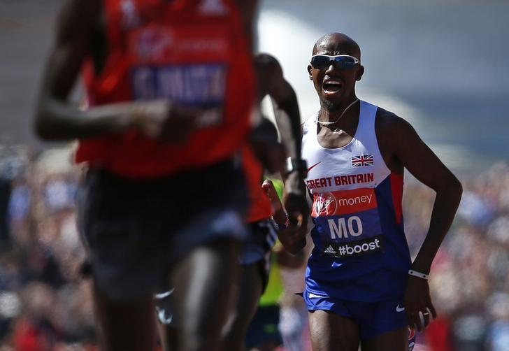 Mo Farah of Britain sprints down The Mall before finishing in eighth position in the men's Elite London Marathon April 13, 2014. REUTERS/Eddie Keogh/File Photo