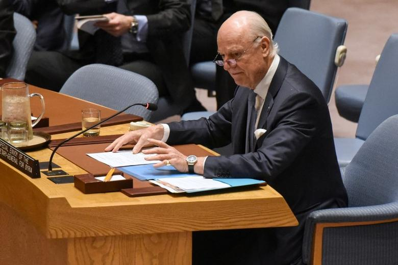 Special Envoy to Syria Staffan de Mistura delivers remarks at a Security Council meeting on the situation in Syria at the United Nations Headquarters in New York, U.S., April 12, 2017. REUTERS/Stephanie Keith