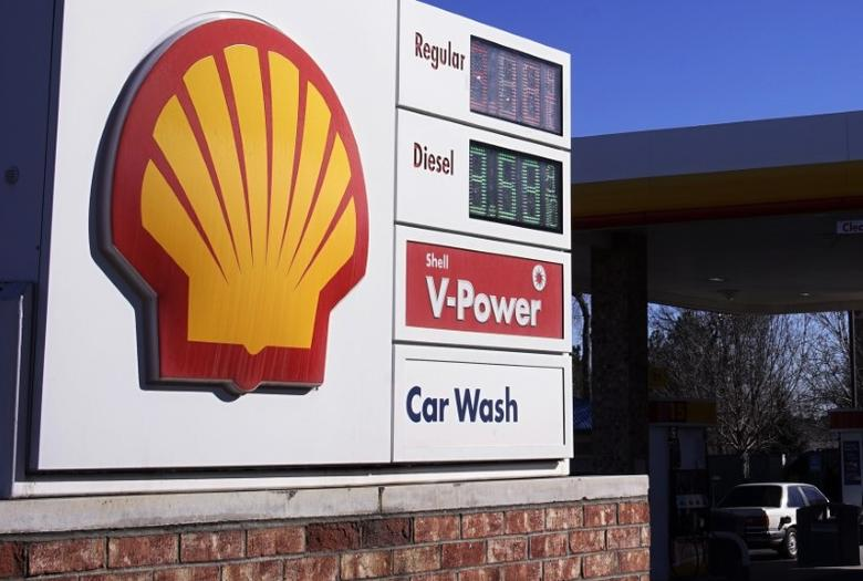 The Shell logo sign is seen at one of its gas station next to the current fuel prices display in Westminster, Colorado January 17, 2014. REUTERS/Rick Wilking