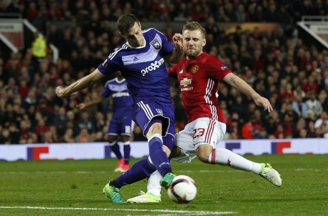 Britain Football Soccer - Manchester United v RSC Anderlecht - UEFA Europa League Quarter Final Second Leg - Old Trafford, Manchester, England - 20/4/17 Manchester United's Luke Shaw attempts to shoot at goal Reuters / Andrew Yates Livepic