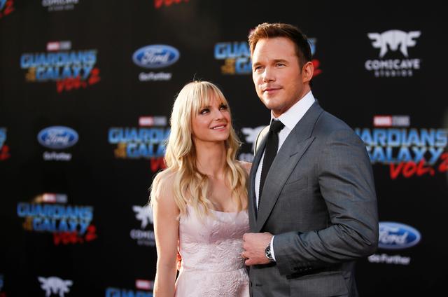 Actors Chris Pratt (R) and wife Anna Faris. REUTERS/Danny Moloshok