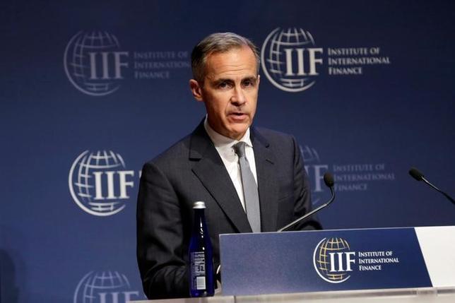 4月20日、イングランド銀行(英中央銀行)のカーニー総裁は、2008─09年の金融危機以降に策定された金融規制について、想定外の影響や不備があった場合に対応できるよう、柔軟に実施すべきとの見解を示した。写真はワシントンで撮影(2017年 ロイター/Yuri Gripas)