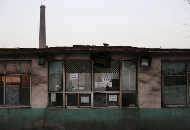 FILE PHOTO: A building of a closed steel factory is pictured in Tangshan, China, February 27, 2016. Picture taken on February 27, 2016.  REUTERS/Kim Kyung-Hoon/File Photo