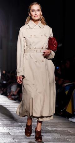 4月20日、米モデルで女優のローレン・ハットン(73)が、ソフィア・コッポラ監督が製作した新しいカルバン・クラインの下着のコマーシャルに登場した。写真は2016年9月ミラノで撮影(2017年 ロイター/Alessandro Garofalo)