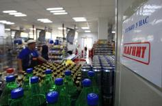 An interior view of a grocery store owned by Russian retailer Magnit on the suburbs of Moscow August 1, 2012. REUTERS/Sergei Karpukhin (RUSSIA - Tags: BUSINESS FOOD)
