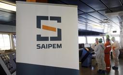 Le groupe de services pétroliers italien Saipem a confirmé vendredi ses objectifs annuels après avoir publié un bénéfice d'exploitation en baisse de 21% au premier trimestre. /Photo d'archives/REUTERS/Alessandro Garofalo