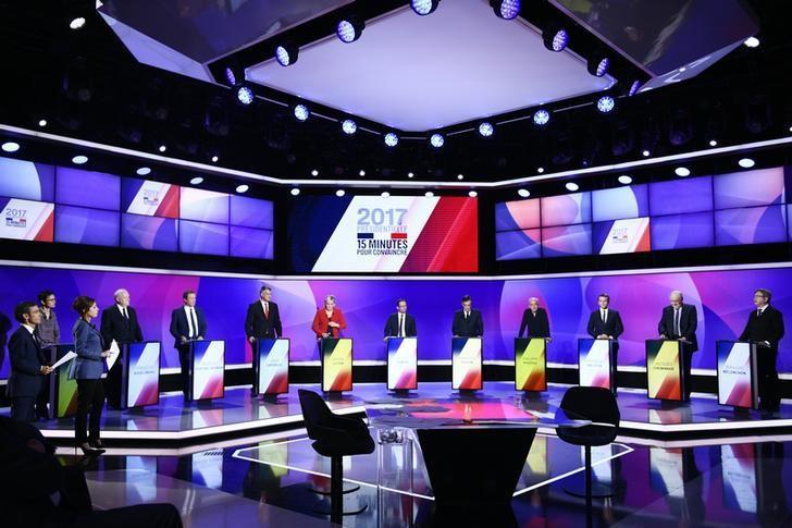 2017年4月20日,巴黎,法国大选的11位候选人在法国电视2台演播室参加名为''15min to Convince''的特别节目 。REUTERS/Martin Bureau