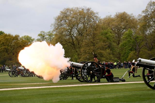 Guns are fired during the King's Troop Royal Horse Artillery Royal 41-gun salute to mark the 91st birthday of Britain's Queen Elizabeth, at Hyde Park in central London, Britain April 21, 2017.  REUTERS/Stefan Wermuth
