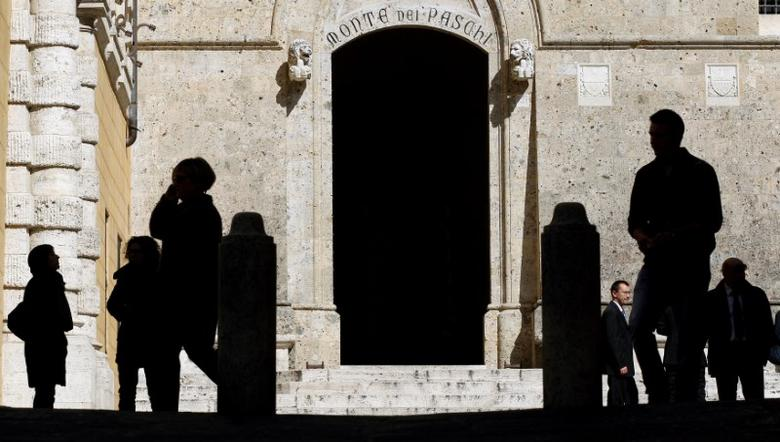 FILE PHOTO: The main entrance of the Monte dei Paschi bank headquarters is seen in Siena, Italy March 13, 2012. REUTERS/Max Rossi/File photo
