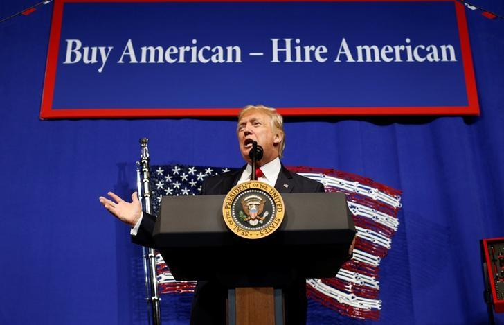 U.S. President Donald Trump speaks before signing an executive order directing federal agencies to recommend changes to a temporary visa program used to bring foreign workers to the United States to fill high-skilled jobs during a visit to the world headquarters of Snap-On Inc, a tool manufacturer in Kenosha, Wisconsin, U.S., April 18, 2017.  REUTERS/Kevin Lamarque