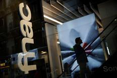 Fnac Darty a fait état vendredi d'une baisse de ses ventes de 3,2% au premier trimestre, rappelant que la base de comparaison était élevée à la même période de l'an dernier. /Photo d'archives/REUTERS/Susana Vera