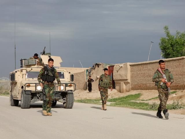 FILE PHOTO: Afghan national Army (ANA) troops arrive near the site of an ongoing attack on an army headquarters in Mazar-i-Sharif northern Afghanistan April 21, 2017. REUTERS/Anil Usyan