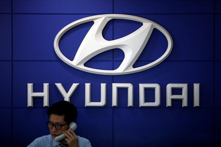 The logo of Hyundai Motor is seen at its dealership in Seoul, South Korea, April 26, 2017.  REUTERS/Kim Hong-Ji/Files