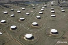 Нефтехранилища в Кушинге, Оклахома 24 марта 2016 года. Запасы нефти в США выросли на прошлой неделе, показали данные Американского института нефти (API) во вторник. REUTERS/Nick Oxford/File Photo