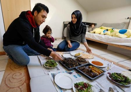 اللاجئون السوريون يحتاجون لشراء وثائق سفر .. من حكومة الأسد