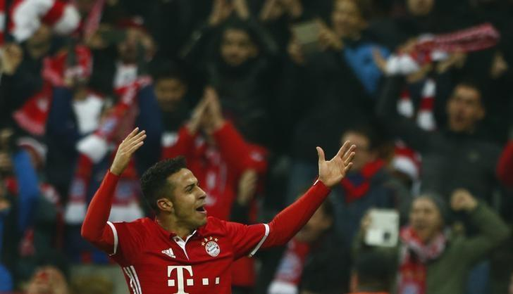 Football Soccer - Bayern Munich v Arsenal - UEFA Champions League Round of 16 First Leg - Allianz Arena, Munich, Germany - 15/2/17 Bayern Munich's Thiago Alcantara celebrates scoring their fourth goal  Reuters / Michaela Rehle Livepic/Files
