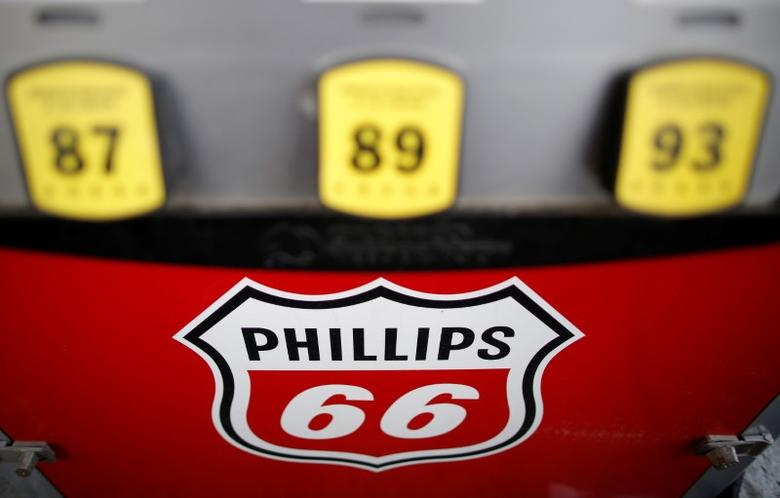 A Phillips 66 gas pump is seen at a station in the Chicago suburb of Wheeling, Illinois, U.S., October 27, 2016. REUTERS/Jim Young