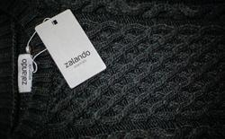 FILE PHOTO: A Zalando label lies on an item of clothing in a showroom of the fashion retailer Zalando in Berlin October 14, 2014.  REUTERS/Hannibal Hanschke/File Photo