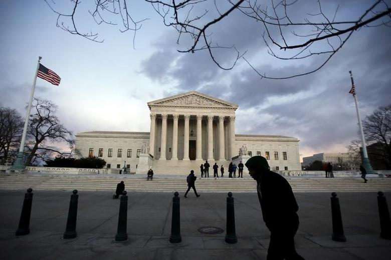 People stand outside the Supreme Court building at Capitol Hill in Washington D.C., February 13, 2016. REUTERS/Carlos Barria