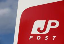 FILE PHOTO: Japan Post's logo is seen at its headquarters in Tokyo, Japan, January 30, 2017.  REUTERS/Kim Kyung-Hoon/File Photo