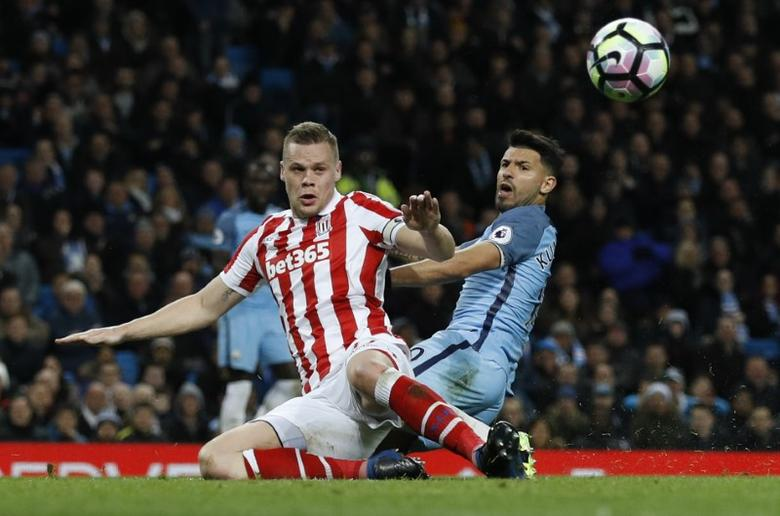Britain Football Soccer - Manchester City v Stoke City - Premier League - Etihad Stadium - 8/3/17 Manchester City's Sergio Aguero in action with Stoke City's Ryan Shawcross   Reuters / Phil Noble Livepic