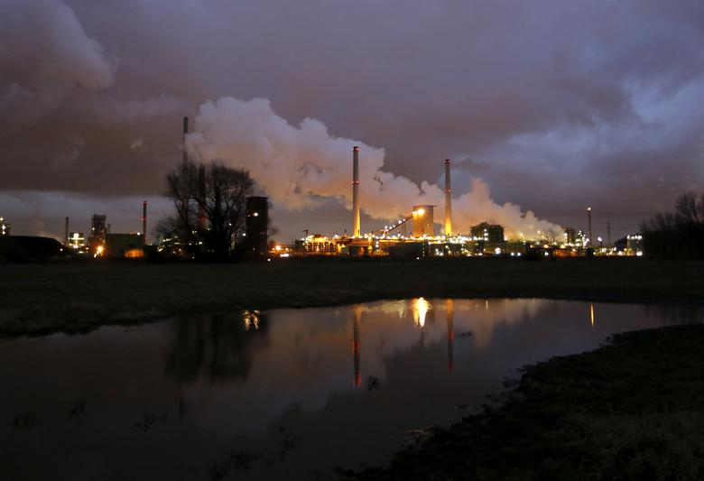 FILE PHOTO: The coking plant and blast furnace of ThyssenKrupp Steel Europe AG are seen in Duisburg in this January 14, 2014 file photo.   REUTERS/Ina Fassbender