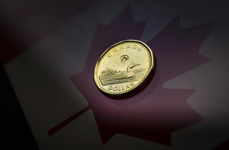 A Canadian dollar coin, commonly known as the ''Loonie'', is pictured in this illustration picture taken in Toronto January 23, 2015. REUTERS/Mark Blinch
