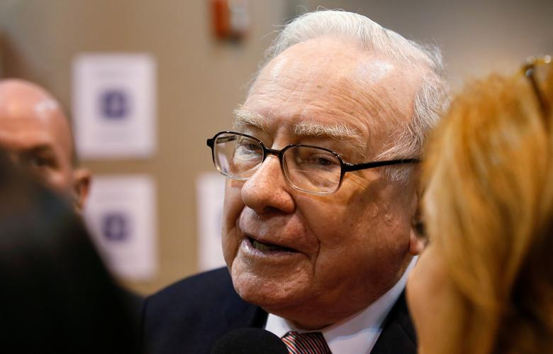Berkshire Hathaway CEO Warren Buffett talks with a reporter before the Berkshire Hathaway annual meeting in Omaha, Nebraska, U.S. May 6, 2017. REUTERS/Rick Wilking