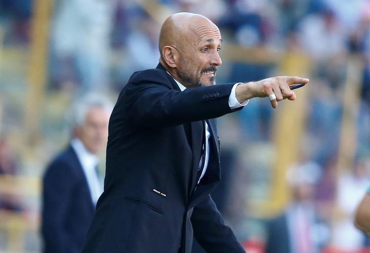 Football Soccer - Bologna v AS Roma - Italian Serie A - Renato Dall'Ara stadium, Bologna, Italy - 9/04/17 AS Roma's coach Luciano Spalletti reacts. REUTERS/Stefano Rellandini
