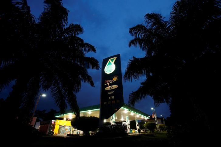 The Petronas logo is seen at one of its petrol outlets in Putrajaya outside Kuala Lumpur December 8, 2012.   REUTERS/Bazuki Muhammad/Files