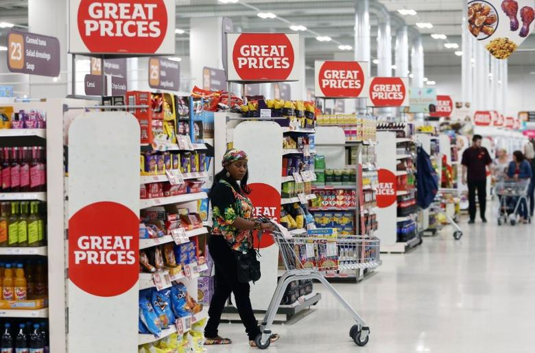 A shopper pushes a trolley in a supermarket in London, Britain April 11, 2017. REUTERS/Neil Hall