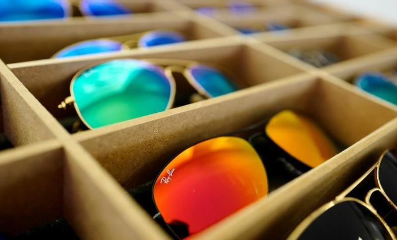 FILE PHOTO:  Sunglasses from Ray Ban, a Luxottica owned brand, are on display at an optician shop in Hanau, Germany, March 18, 2016.    REUTERS/Kai Pfaffenbach/File Photo