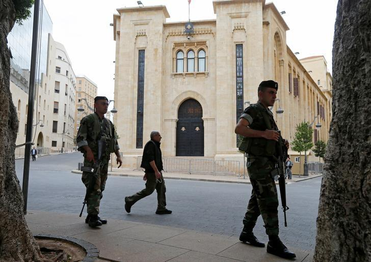 Lebanese army soldiers secure the area outside the parliament building in downtown Beirut, Lebanon April 12, 2017. REUTERS/Mohamed Azakir/Files
