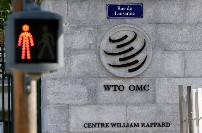 5月11日、世界貿易機構(WTO)上級委員会は米国の反ダンピング(不当廉売)ルールを巡り、より厳しい判断を求めた中国の申し立てを棄却した。写真はジュネーブのWTO本部前で4月12日撮影(2017年 ロイター/Denis Balibouse)