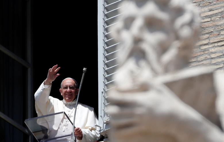 Pope Francis waves as he arrives to lead the Regina Coeli prayer in Saint Peter's Square at the Vatican, May 14, 2017. REUTERS/Stefano Rellandini