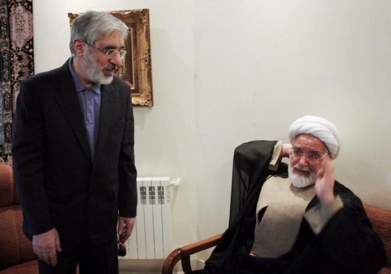 FILE PHOTO: Iranian opposition leader Mirhossein Mousavi (L) meets with pro-reform cleric Mehdi Karoubi in Tehran October 12, 2009. REUTERS/Stringer/File Photo