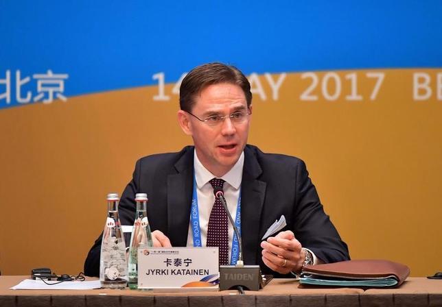 5月15日、欧州連合(EU)欧州委員会のカタイネン副委員長(経済・通貨担当)は、EUと中国の投資協定を早急に締結する必要があるとの見解を示した。写真は同副委員長。北京で14日撮影(2017年 ロイター)