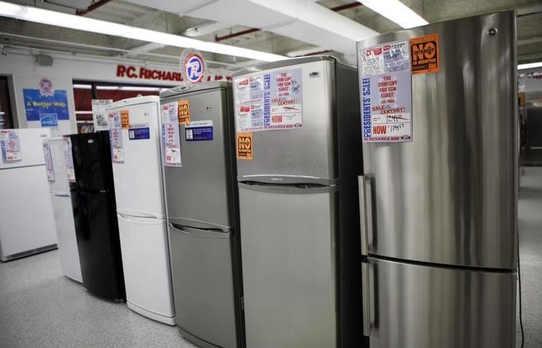 A row of refrigerators are on sale in a store selling home appliances and electronics in New York, February 18, 2010.   REUTERS/Natalie Behring