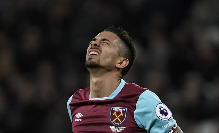 Britain Football Soccer - West Ham United v Chelsea - Premier League - London Stadium - 6/3/17 West Ham United's Manuel Lanzini reacts after a missed chance Reuters / Toby Melville Livepic