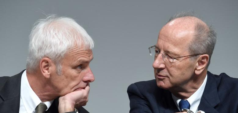 Volkswagen CEO Matthias Mueller (L) and Hans Dieter Poetsch, chairman of the supervisory board attend the annual shareholder meeting in Hanover, Germany May 10, 2017.  REUTERS/Fabian Bimmer