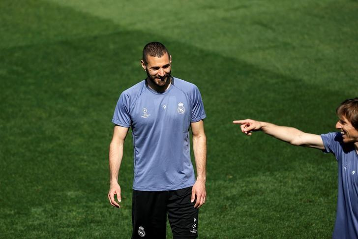 Soccer Football - Real Madrid training - UEFA Champions League Quarterfinal - Valdebebas training grounds, Madrid, Spain - 17/04/17 - Real Madrid's Karim Benzema and Luka Modric during training. REUTERS/Susana Vera/Files