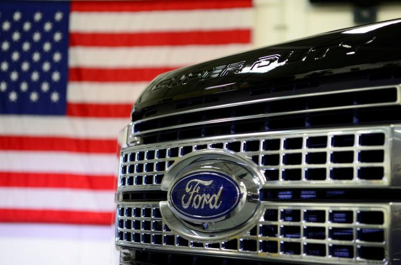 FILE PHOTO - A newly remodeled Ford F250 Super Duty truck is displayed at the new Louisville Ford truck plant in Louisville, Kentucky, U.S. on September 30, 2016.  REUTERS/Bryan Woolston/File Photo