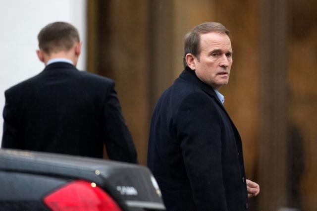 FILE PHOTO Ukrainian politician Viktor Medvedchuk (R) arrives to take part in peace talks in Minsk January 31, 2015. REUTERS/Vasily Fedosenko/File Photo