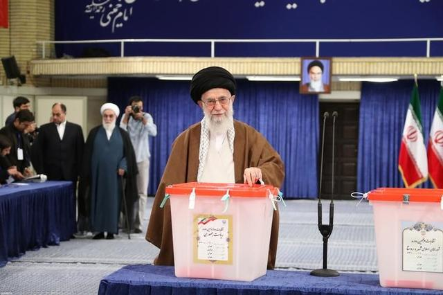 Iran's Supreme Leader Ayatollah Ali Khamenei casts his vote during the presidential election in Tehran, Iran, May 19, 2017. Leader.ir/Handout via REUTERS