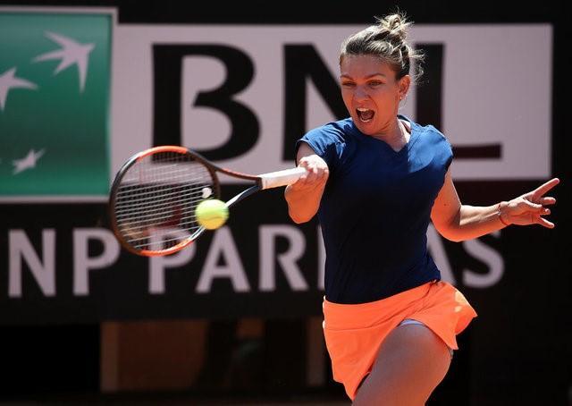 Tennis - WTA - Rome Open - Simona Halep of Romania v Anett Kontaveit of Estonia - Rome, Italy - 19/5/17 - Halep returns the ball. REUTERS/Alessandro Bianchi