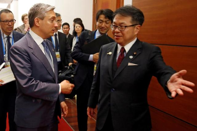 Japan's Trade Minister Hiroshige Seko (R) talks with Canada's International Trade Minister Francois-Philippe Champagne after their bilateral talk during the APEC Ministers Responsible For Trade (APEC MRT 23) meeting in Hanoi, Vietnam May 20, 2017. REUTERS/Kham