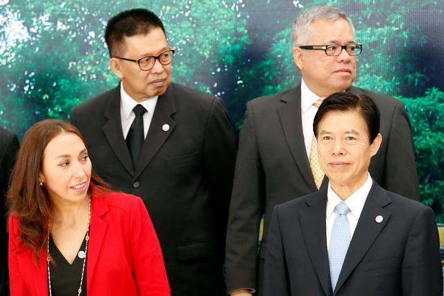 Trade ministers pose for a group photo during the APEC Ministers Responsible For Trade (APEC MRT 23) meeting in Hanoi, Vietnam May 20, 2017. From L-R, front: Chile's Vice Minister of Trade Paulina Aranda and China's Commerce Minister Zhong Shan. From L-R, back: Thailand's Vice Minister of Commerce Winichai Chaemchaeng and Philippines' Trade Secretary Ramon Lopez. REUTERS/Kham