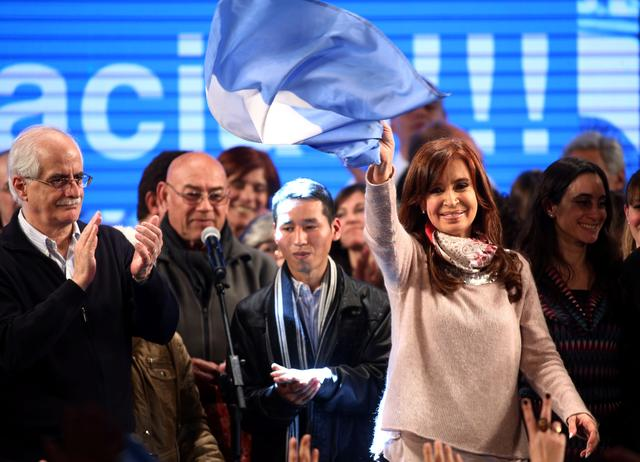 Cristina Fernandez de Kirchner, former Argentine President and candidate for the Senate in the mid-term primary elections, waves an Argentine national flag after her speech at her campaign headquarters in Buenos Aires, Argentina early August 14, 2017.  REUTERS/Marcos Brindicci