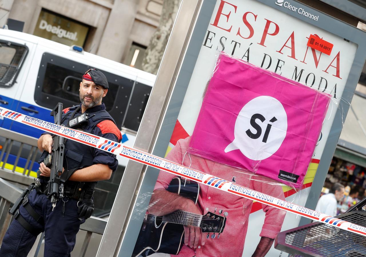 الشرطة الإسبانية تداهم مركز اتصالات تابعا لحكومة قطالونيا