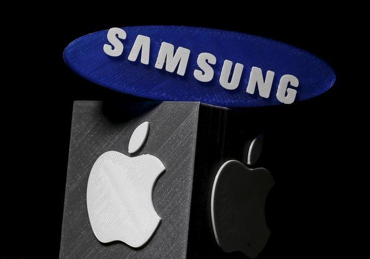 3D-printed Samsung and Apple logos are seen in this picture illustration made in Zenica, Bosnia and Herzegovina on January 26, 2016. Apple Inc is expected to report a 1.3 percent increase in iPhone sales in the holiday quarter, its slowest ever and a far cry from the double-digit growth investors have come to expect. Apple sold 75.5 million iPhones in the October-December quarter, according to research firm FactSet StreetAccount, 1 million more than what was sold in the year-ago quarter.  Dado Ruvic - GF20000107877